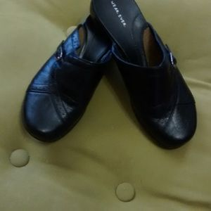 BLACK SLIP ON CLOGS
